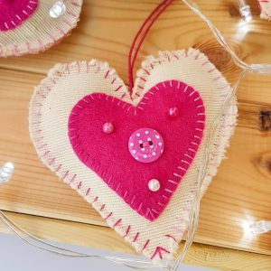 gift - hanging hearts